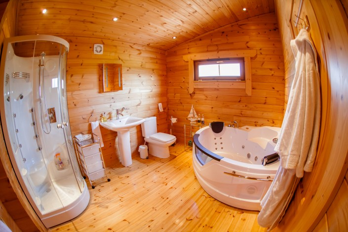 025 705x469 Promotional photography. Forest View Retreats log cabins.